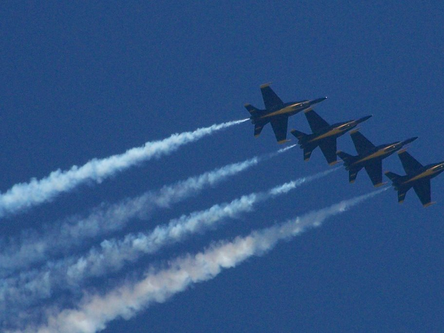Blue Angels performance over Lake Washington at 2008 Seafair Boeing Air Show photo by Carole Cancler