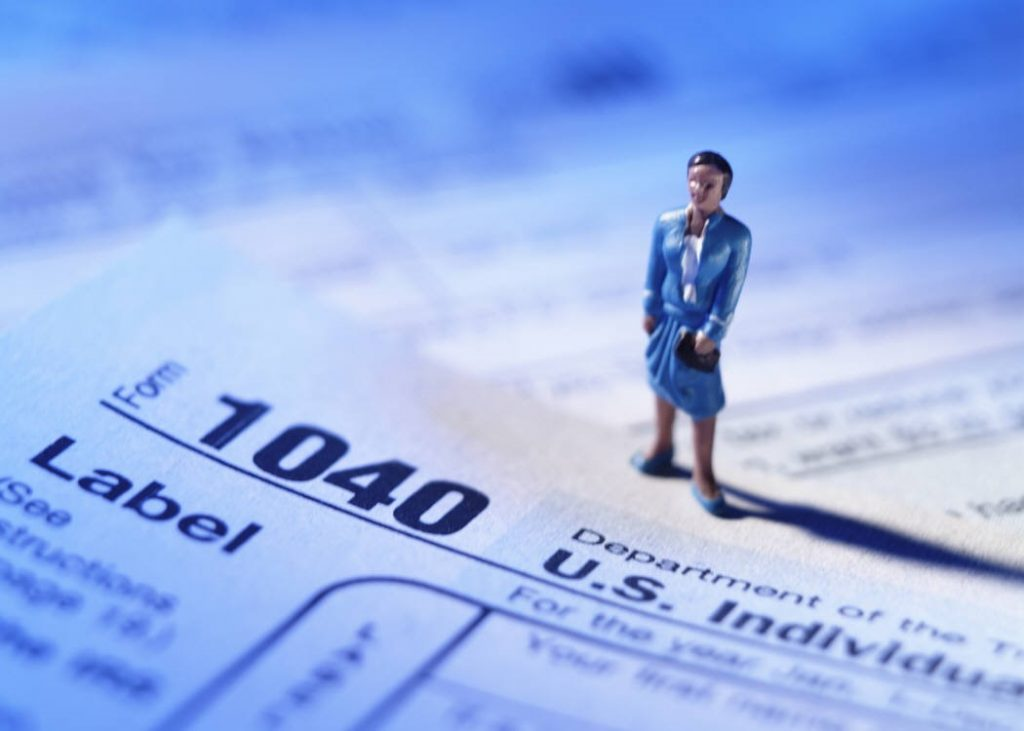 irs income tax 1040 woman