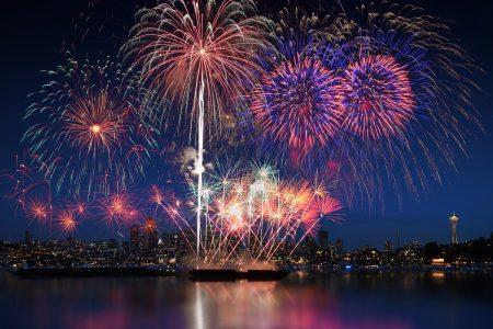 Depositphotos_82015224_l-2015 Seattle fireworks Lake Union finale