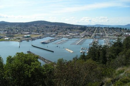 Anacortes from Cap Sante 2006 photo by M. Lounsbery (CC3)