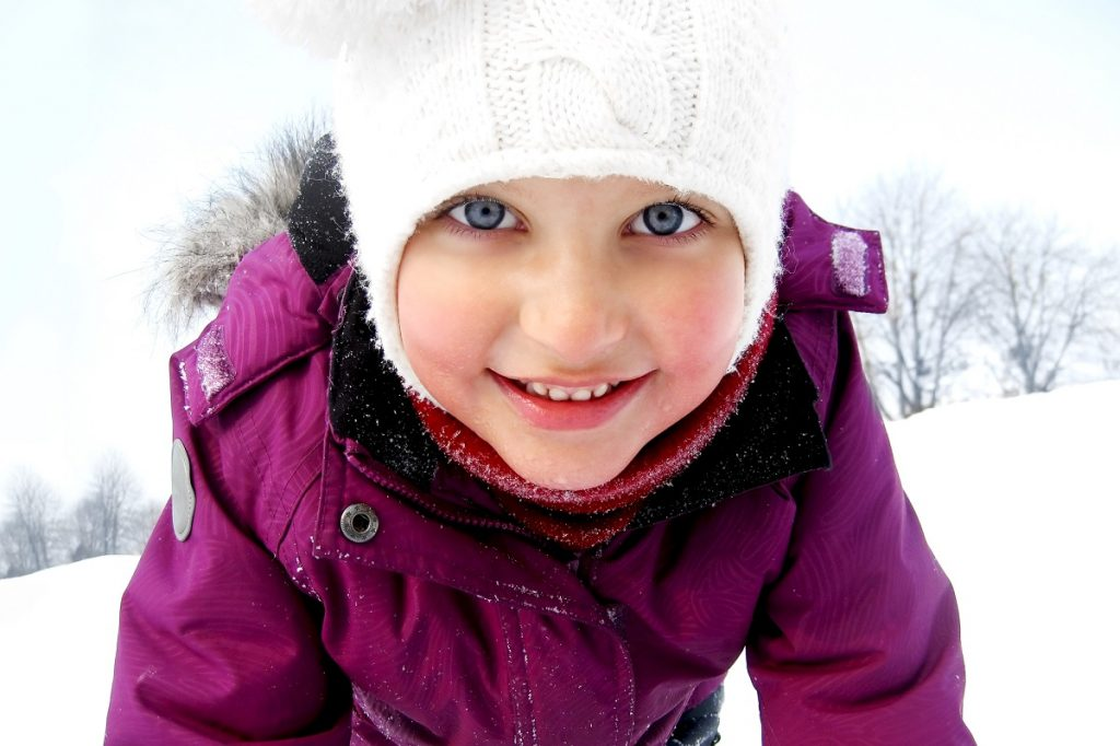 Happy young girl in winter - DepositPhotos.com