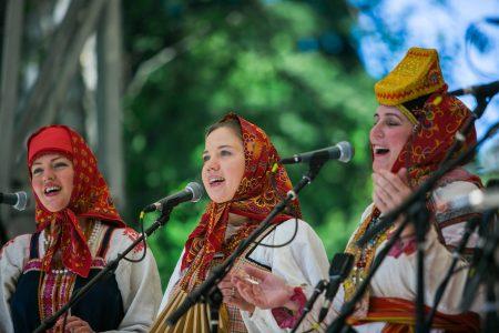 Ethnic Fest Tacoma singers