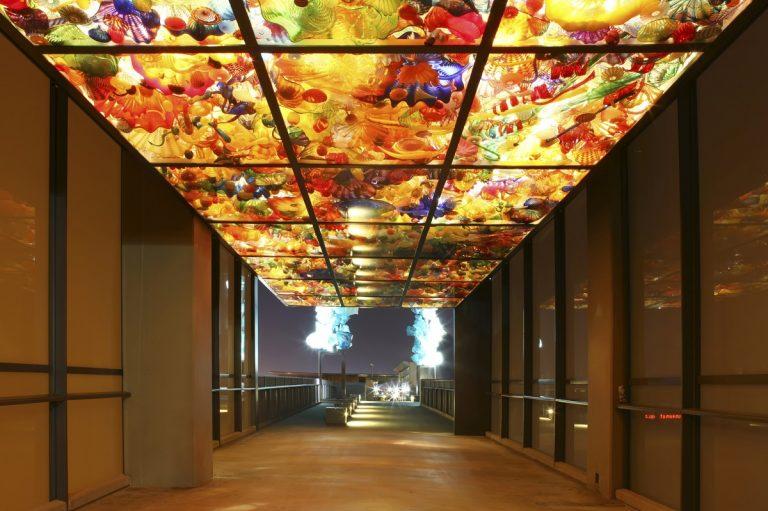 Chihuly bridge to Tacoma Glass Museum - DepositPhotos.com