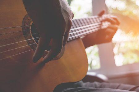 Acoustic guitarist - DepositPhotos.com