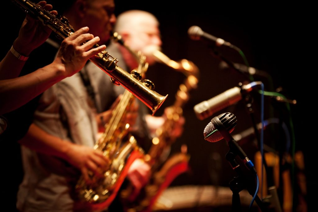 Live band music photo by wangsong - DepositPhotos.com