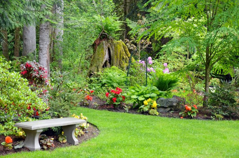 Pacific northwest garden - DepositPhotos.com