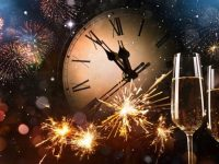 new years eve clock and champagne