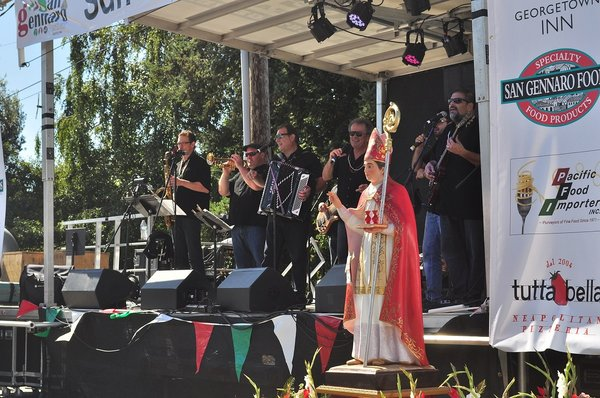 2015 San Gennaro Festival, Georgetown, Seattle photo by Joe Mabel (CC3)