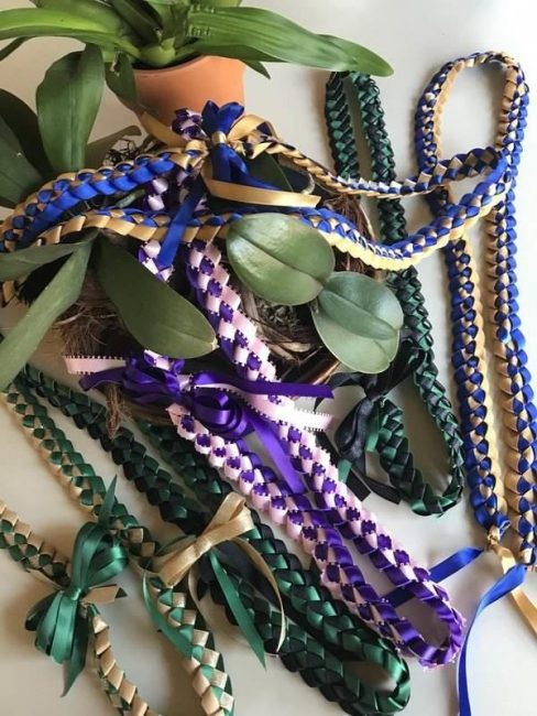 Two color ribbon leis