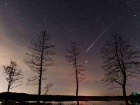 Perseid-meteor-streak-in-the-night-sky