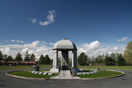 Jimi Hendrix Memorial, Greenwood Memorial Park, Renton, WA - Photo by Glenn Watkins from Vancouver, Canada