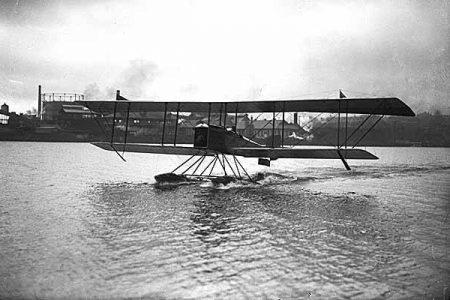Herb-Munter-seaplane_Lake-Union_1916_MOHAI