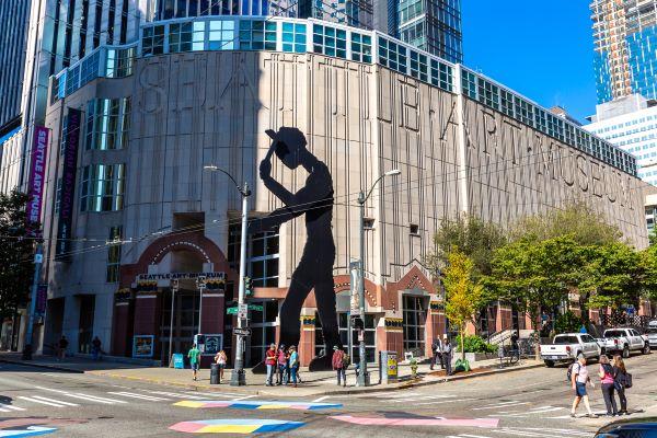 Seattle Art Museum Hammering Man sculpture